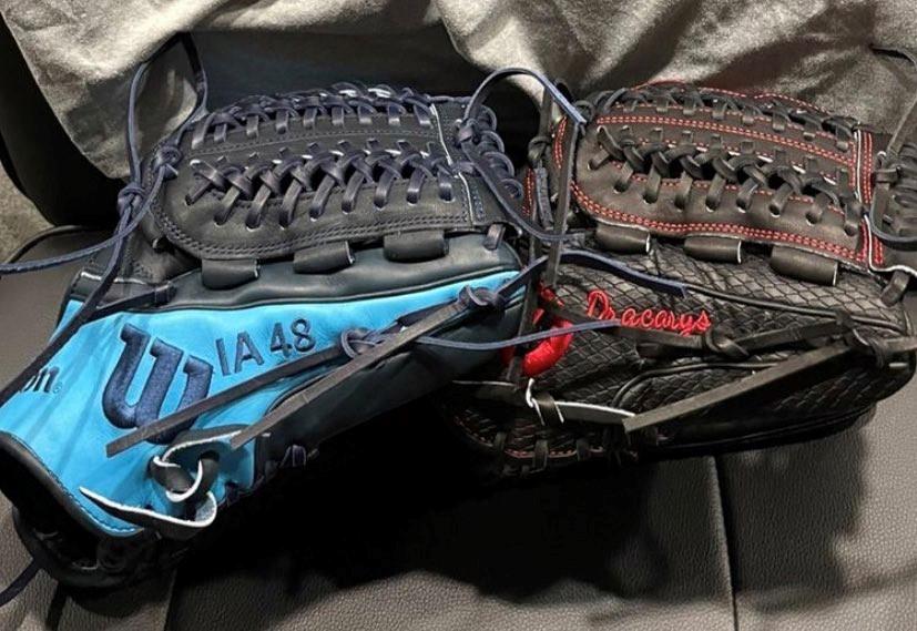 Kyle Muller's gloves
